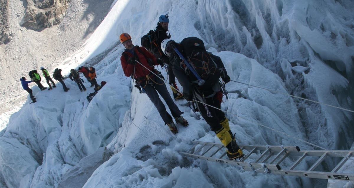 Outdoor Cold Injuries on Everest